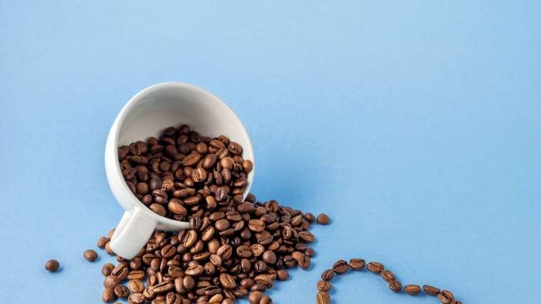 Kawa w kosmetyce – pielęgnacja twarzy, ciała i włosów
