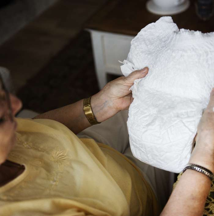 Rodzaje wyrobów chłonnych dla dorosłych: wkładki, majtki chłonne, pampersy